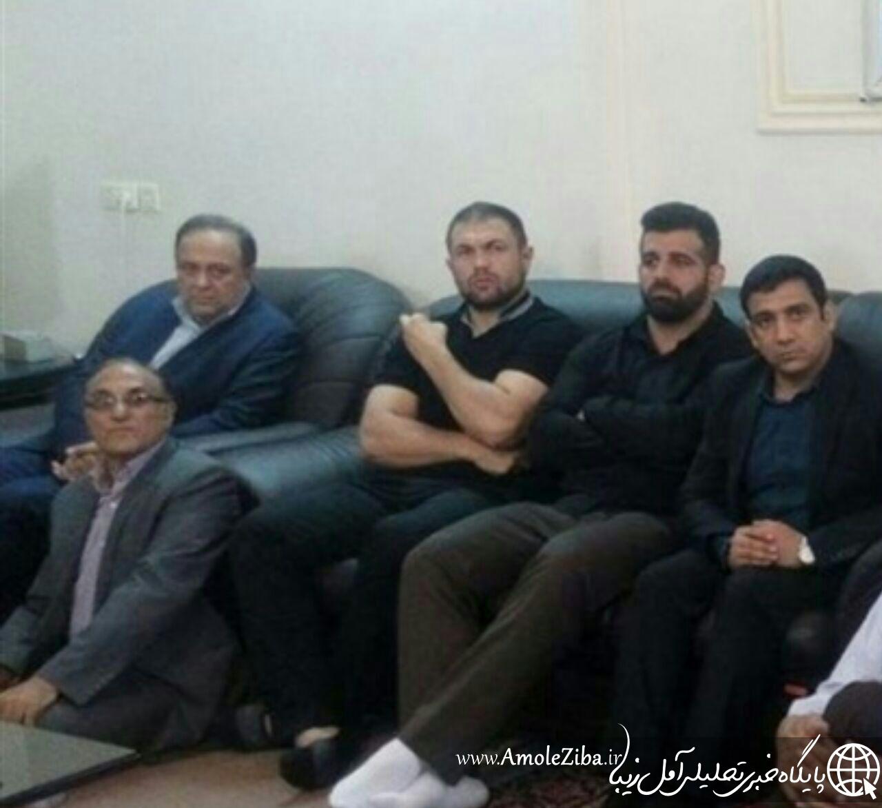 حضور کشتی گیر مازندرانی در خانه شهید مدافع حرم...