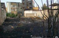 آتشِ زمینِ متروکه در بلوار بسیج آمل ، ۵ واحد آپارتمان را به آتش کشید...