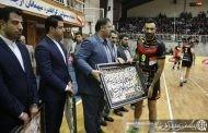 مراسم تقدیر از سه بازیکن تیم والیبال بانک سرمایه در حاشیه دیدار با کاله آمل