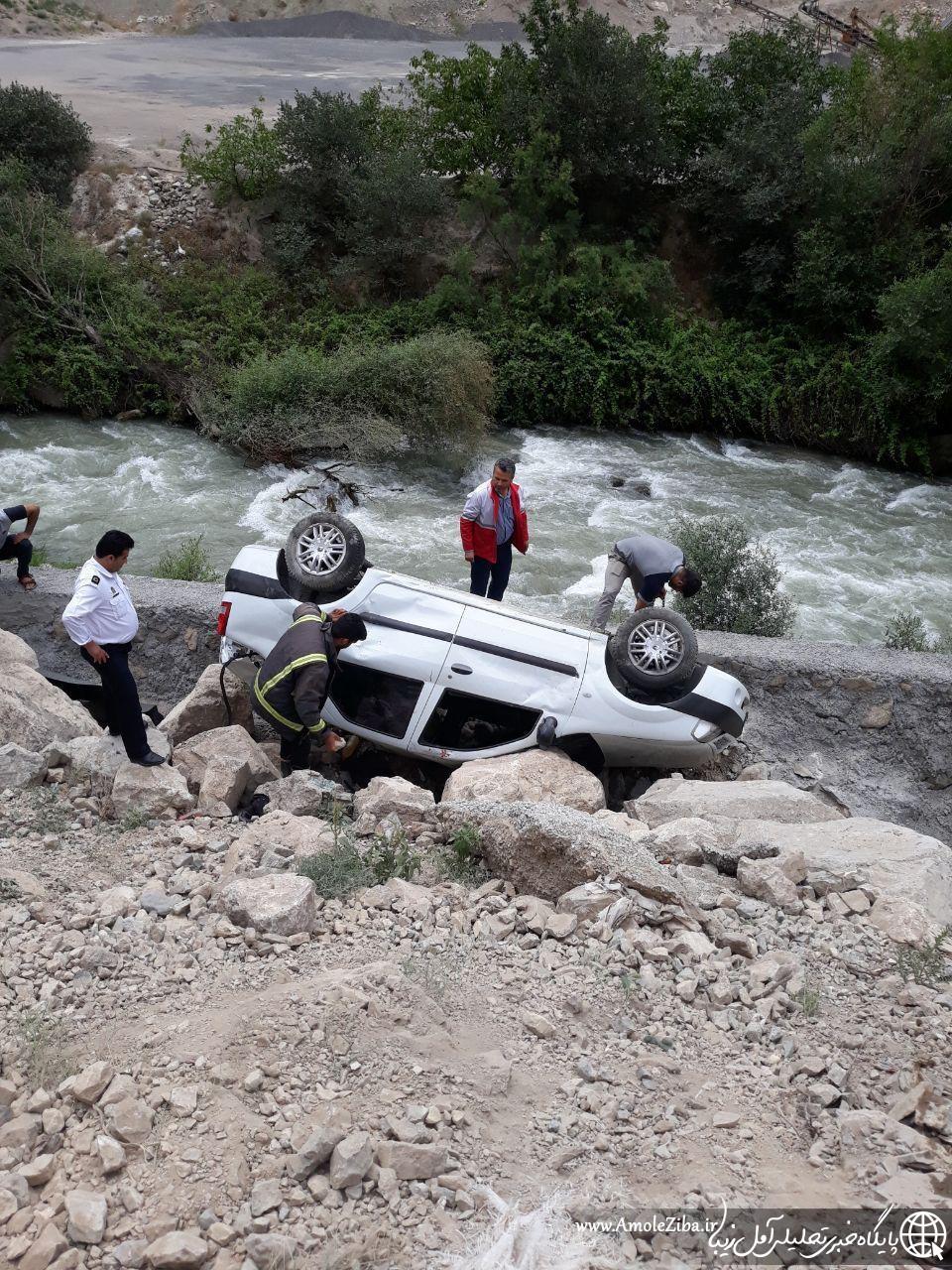 سقوط خودروی L90 به دره و رودخانه در محور هراز / 2 نفر جان باختند